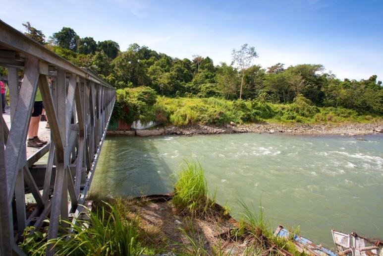 Bridge over the Kumusi Riverin between Popondetta and Kokoda, Papua New Guinea.